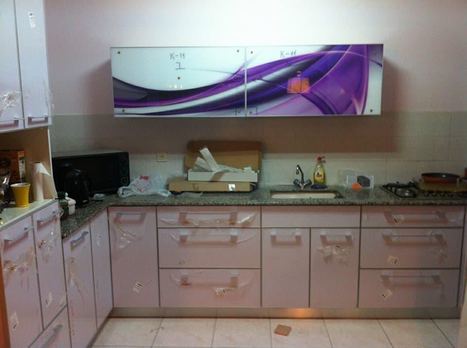 מטבח מודרני עם קלאפה עיצובי